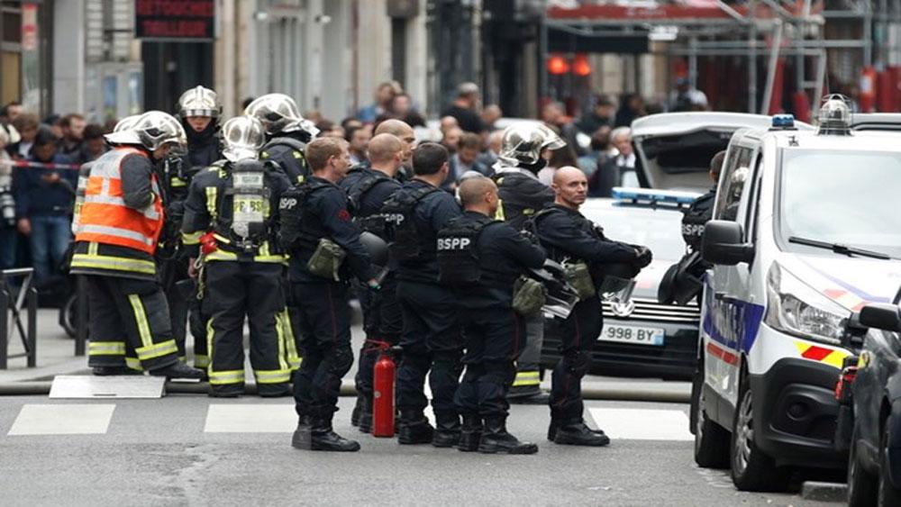 Pháp: Nghi phạm có súng bắt cóc con tin tại chung cư ở Paris